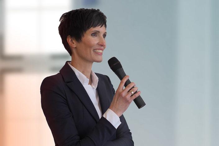 Foto Ulrike Hartmann auf der Bühne